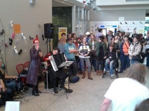 Concert avec les choeurs de l'INECC et Sascha Ley. Photo de Brigitte Trigatti.